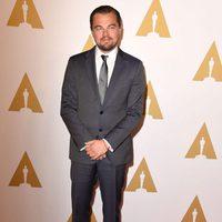 Leonardo DiCaprio en la comida de nominados a los Oscar 2016