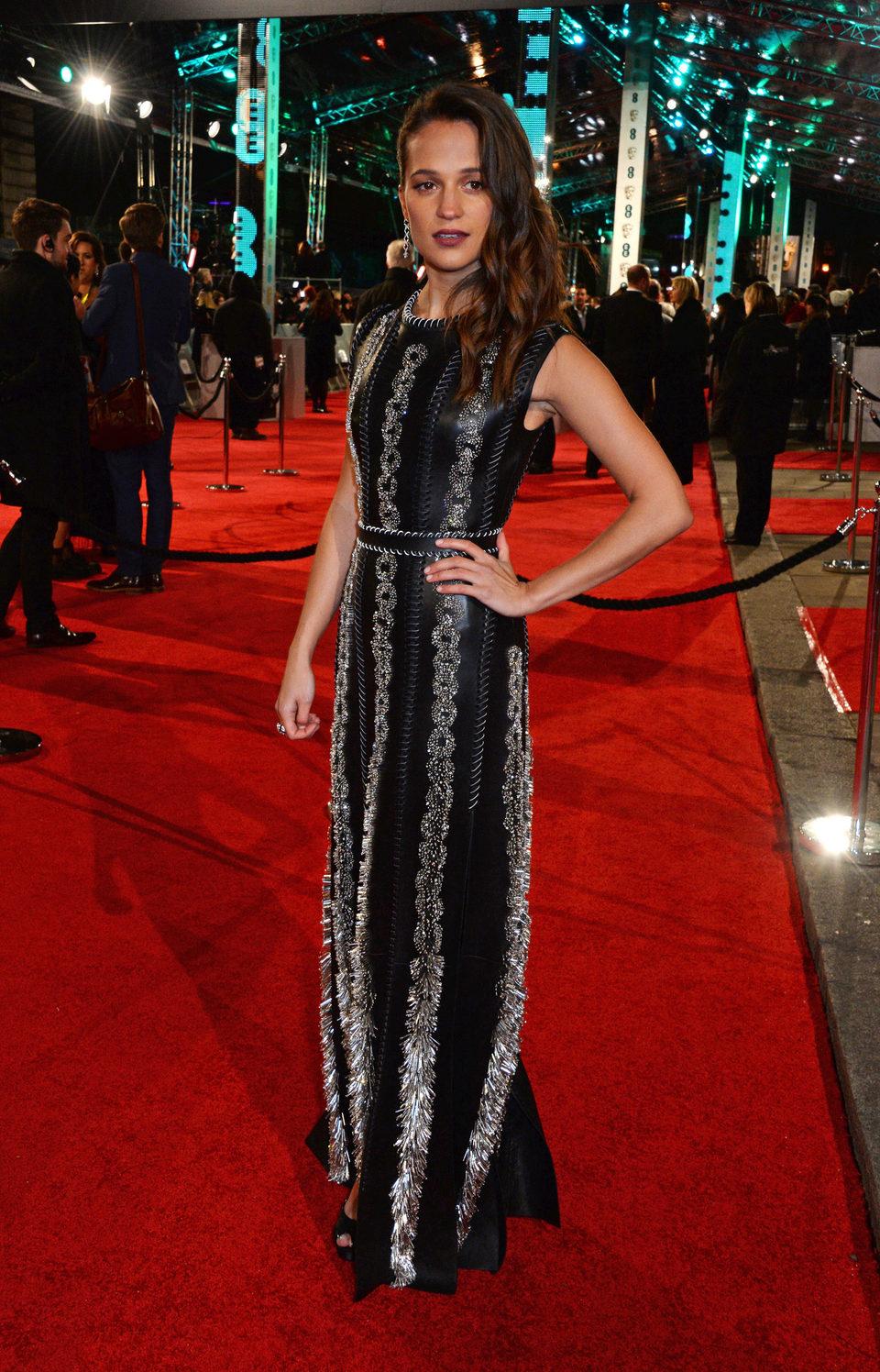 Alicia Vikander en la alfombra roja de los BAFTA Awards 2016