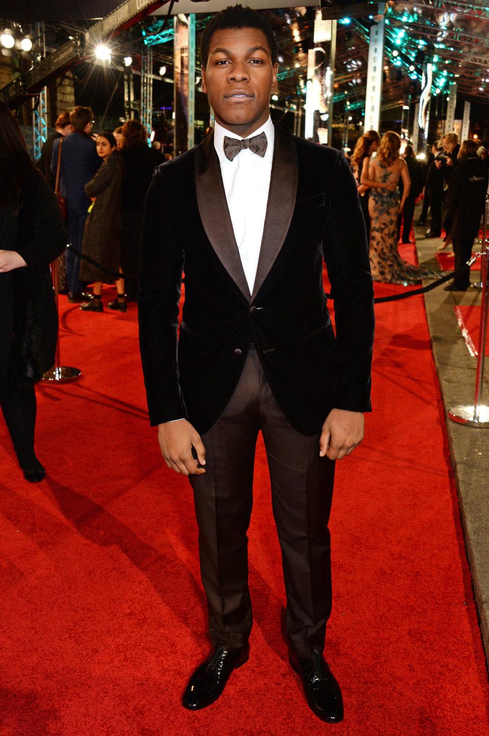 John Boyega en la alfombra roja de los BAFTA Awards 2016