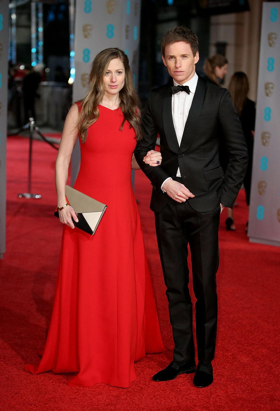 Eddie Redmayne en la alfombra roja de los BAFTA Awards 2016