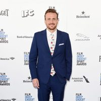 Jason Segel en la alfombra roja de los Independent Spirit Awards 2016