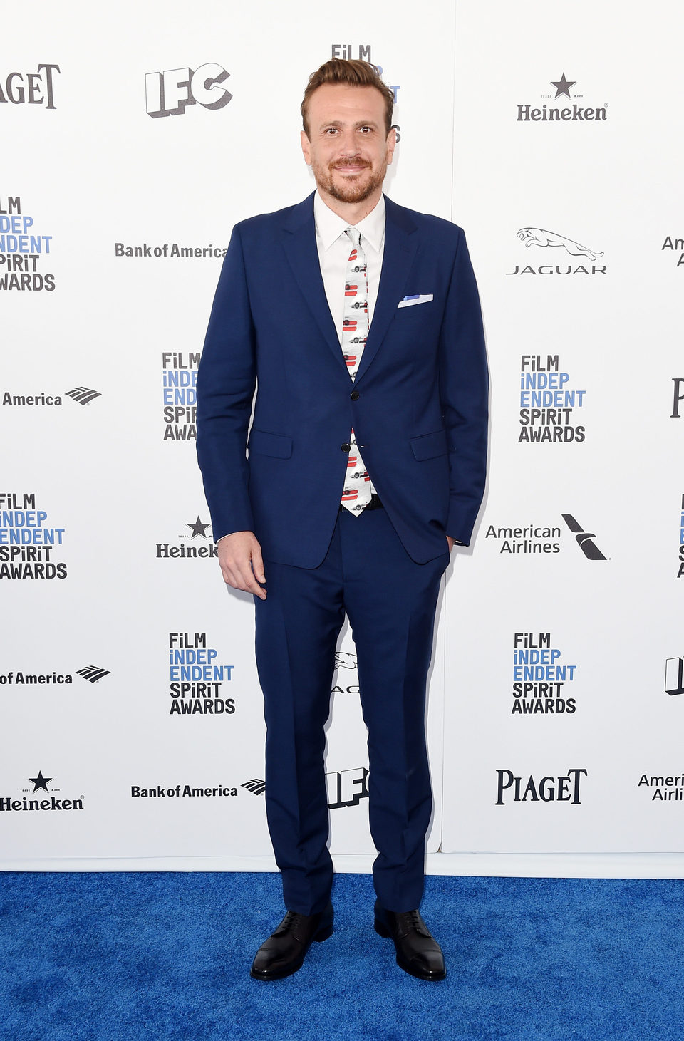 Jason Segel en la alfombra roja de los Independent Spirit Awards 2016