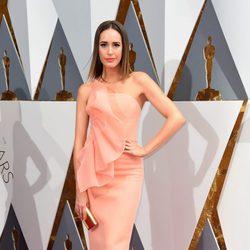 Louise Roe en la alfombra roja de los Oscar 2016