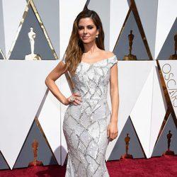 Maria Menounos en la alfombra roja de los Oscar 2016