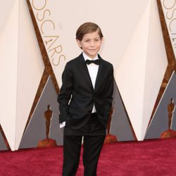 Jacob Tremblay en la alfombra roja de los Oscar 2016