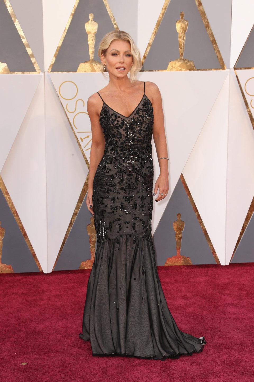 Kelly Ripa en la alfombra roja de los Oscar 2016