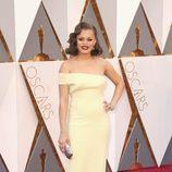 Andra Day en la alfombra roja de los Oscar 2016
