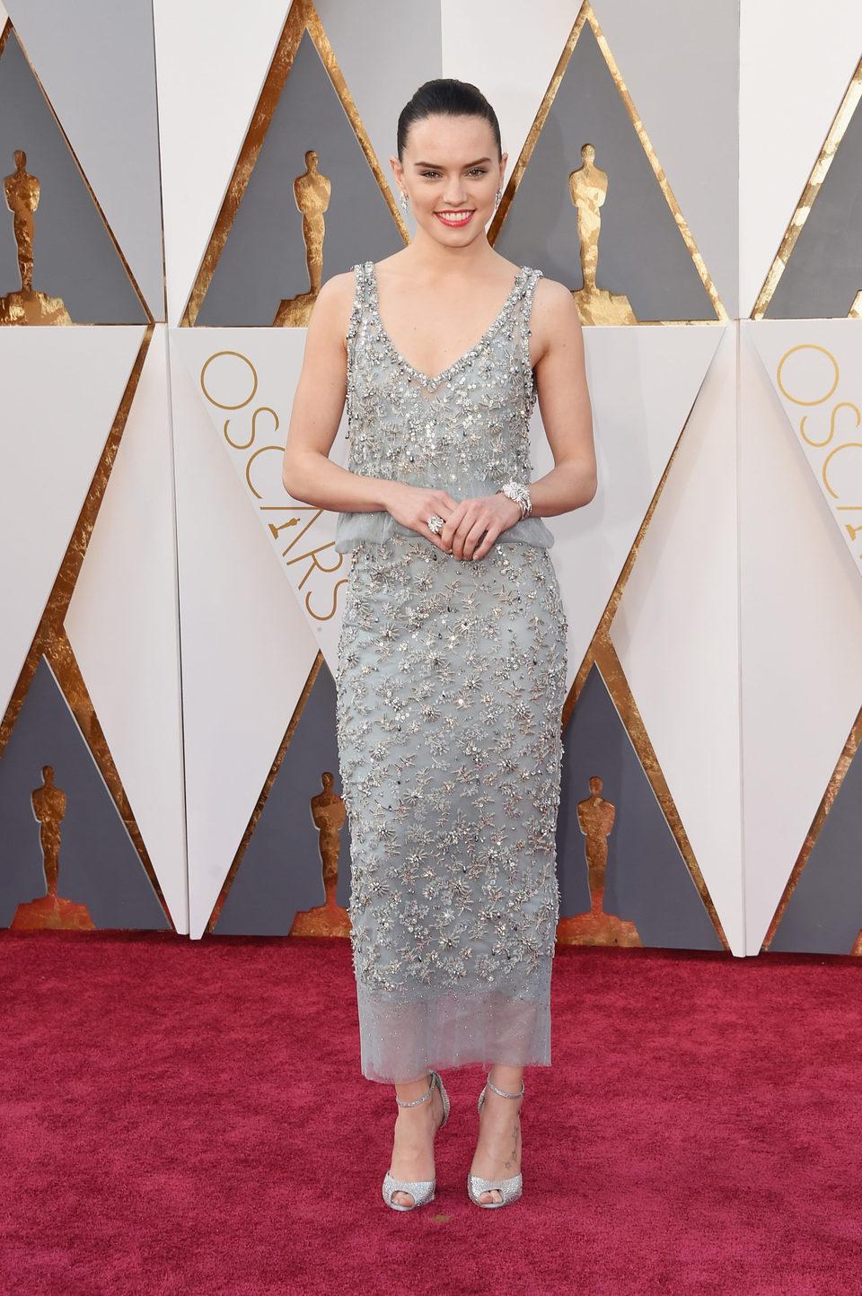 Daisy Ridley en la alfombra roja de los Oscar 2016