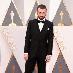 Sam Smith en la alfombra roja de los Oscar 2016