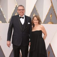 Adam McKay en la alfombra roja de los Oscar 2016