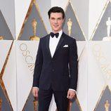 Finn Wittrock en la alfombra roja de los Oscar 2016