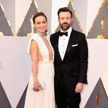 Olivia Wilde y Jason Sudeikis en la alfombra roja de los Oscar 2016