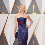 Naomi Watts en la alfombra roja de los Oscar 2016