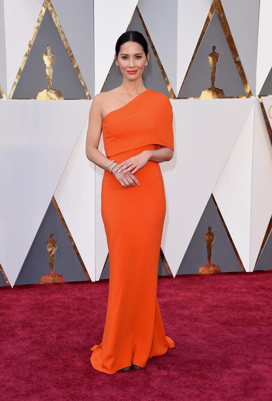 Olivia Munn en la alfombra roja de los Oscar 2016