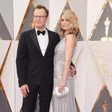 Tom y Wendy Merry McCarthy en la alfombra roja de los Oscar 2016
