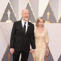 J. K. Simmons en la alfombra roja de los Oscar 2016