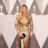 Margot Robbie en la alfombra roja de los Oscar 2016