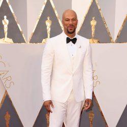 Common en la alfombra roja de los Oscar 2016
