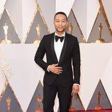 John Legend en la alfombra roja de los Oscar 2016