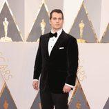 Henry Cavill en la alfombra roja de los Oscar 2016