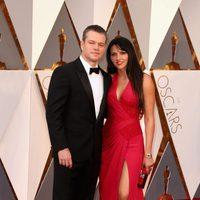 Matt y Luciana Damon en la alfombra roja de los Oscar 2016