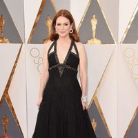 Julianne Moore en la alfombra roja de los Oscar 2016