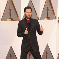 Jared Leto en la alfombra roja de los Oscar 2016