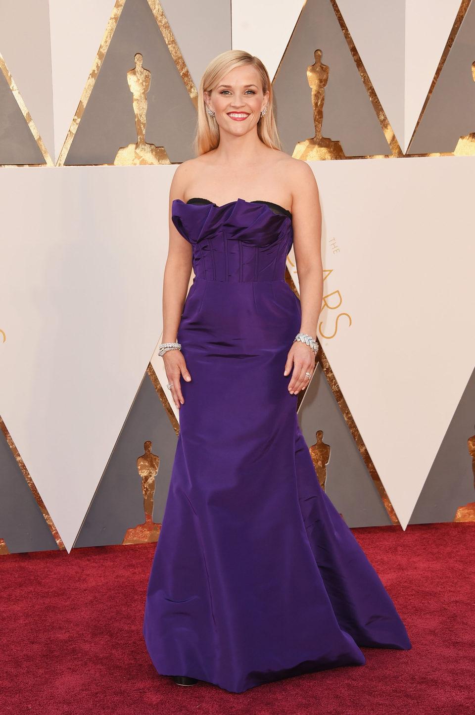 Reese Witherspoon en la alfombra roja de los Oscar 2016