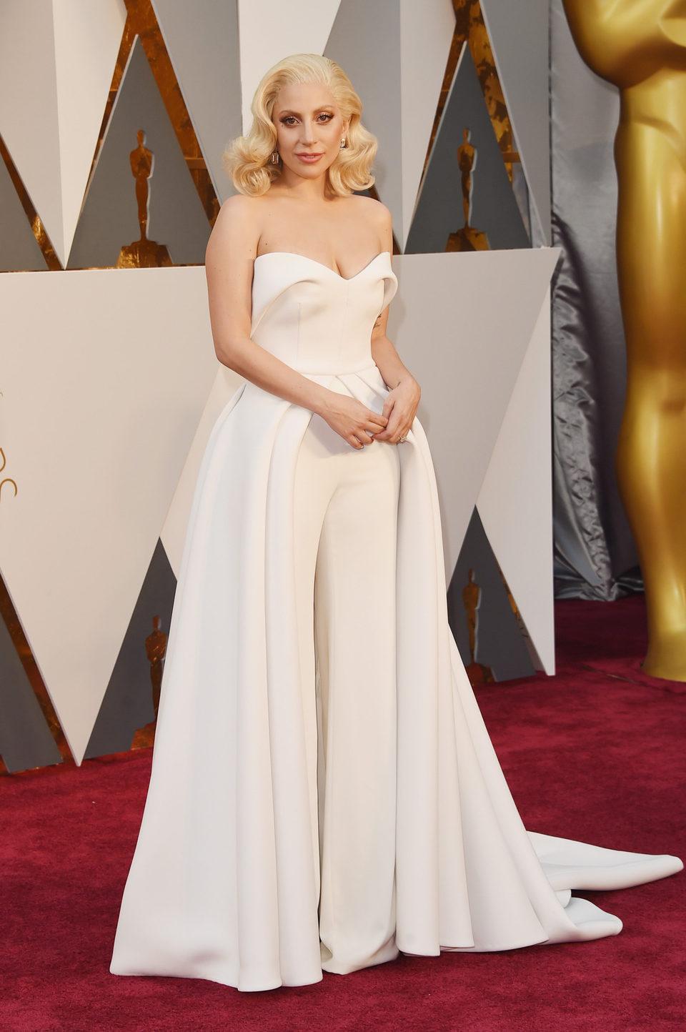 Lady Gaga en la alfombra roja de los Oscar 2016