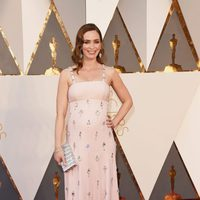 Emily Blunt en la alfombra roja de los Oscar 2016