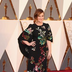 Amy Poehler en la alfombra roja de los Oscar 2016