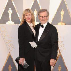 Steven Spielberg en la alfombra roja de los Oscar 2016