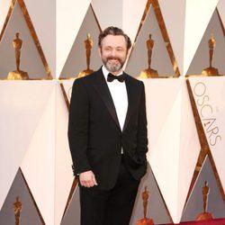 Michael Sheen en la alfombra roja de los Oscar 2016