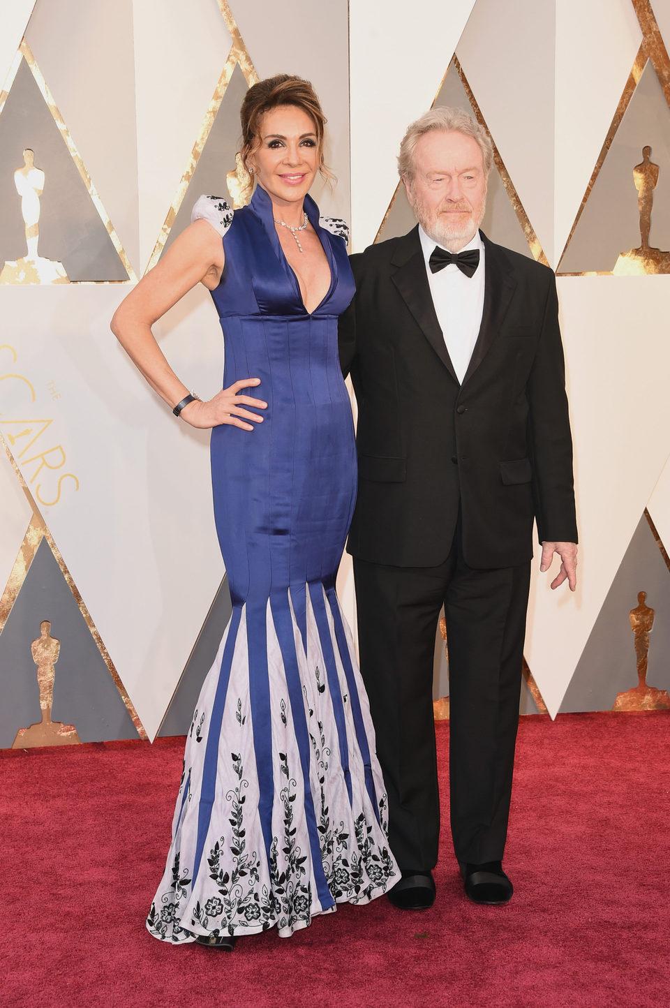 Ridley Scott y Giannina Facio en la alfombra roja de los Oscar 2016