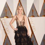 Jennifer Lawrence en la alfombra roja de los Oscar 2016