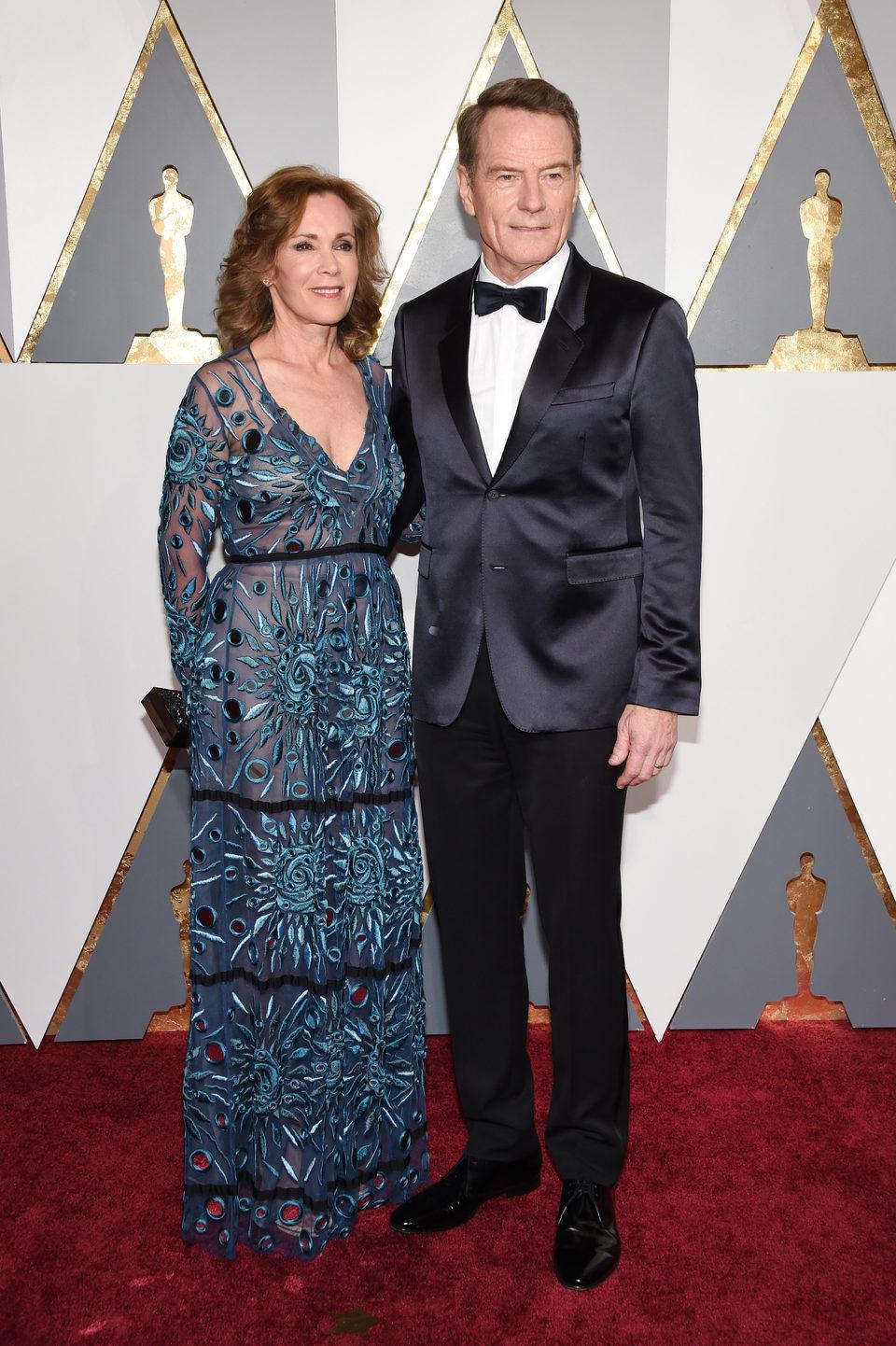 Robin Dearden y Bryan Cranston en la alfombra roja de los Oscar 2016