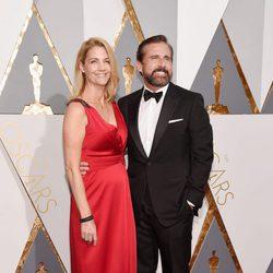 Steve y Nancy Carell en la alfombra roja de los Oscar 2016