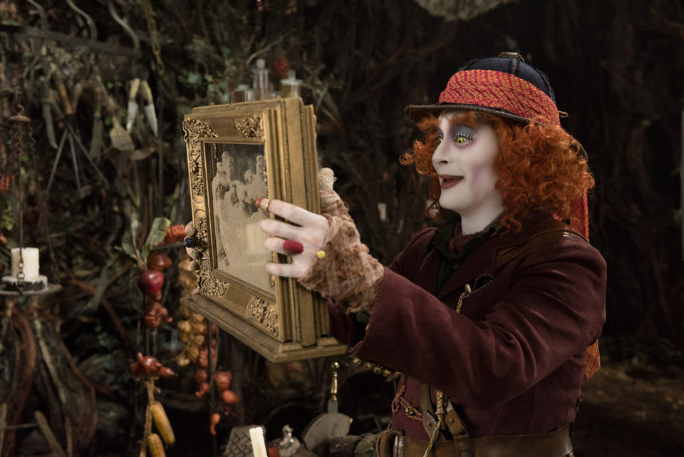 Alicia a través del espejo, fotograma 4 de 15