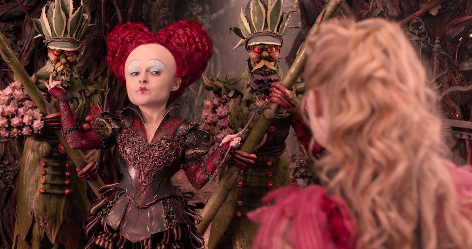 Alicia a través del espejo, fotograma 3 de 15
