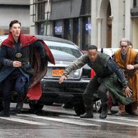 Benedict Cumberbatch and Chiwetel Ejiofor as Doctor Strange and Baron Mordo in defense position