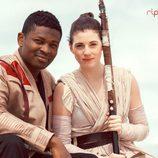 Una pareja se disfraza de Finn y Rey en una sesión de fotos