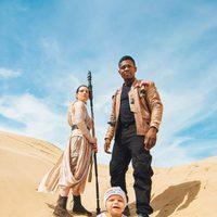 La pareja y su BB-8 se disfrazan como los personajes de 'El despertar de la fuerza'