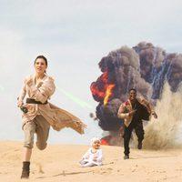 Una pareja y su bebé homenajean a 'Star Wars: El despertar de la fuerza' en una sesión de fotos