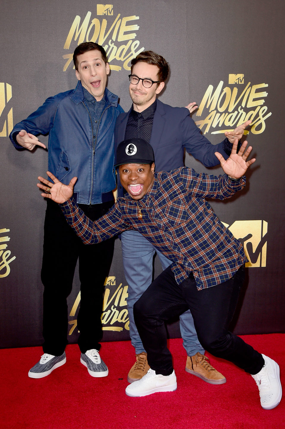 Andy Samberg, Jason Mitchell y Jorma Taccone en la alfombra roja de los MTV Movie Awards 2016