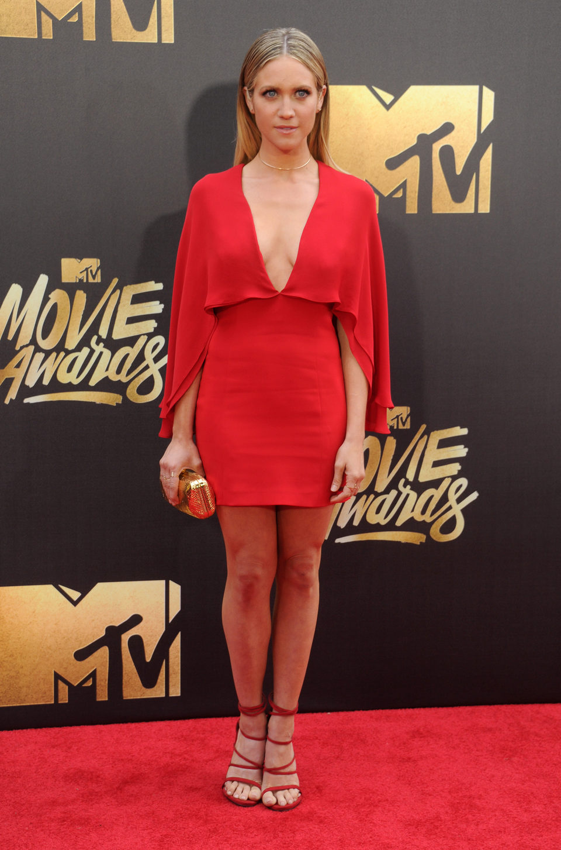 Brittany Snow en la alfombra roja de los MTV Movie Awards 2016
