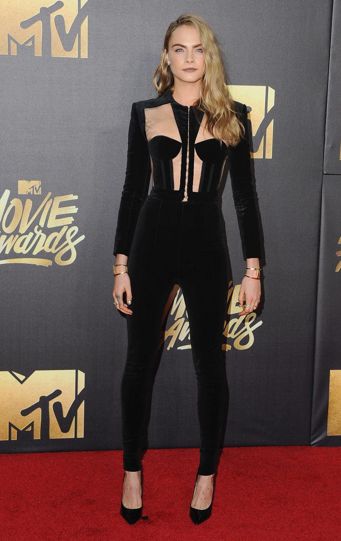 Cara Delevingne en la alfombra roja de los MTV Movie Awards 2016