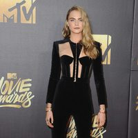 Cara Delevingne en la alfombra roja de los MTV Movie Awards 2016