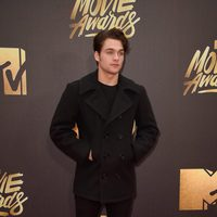 Dylan Sprayberry en la alfombra roja de los MTV Movie Awards 2016