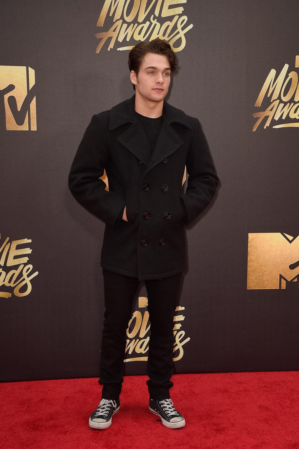 Dylan Sprayberry en la alfombra roja de los MTV Movie Awards 2016
