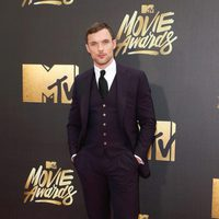 Ed Skrein en la alfombra roja de los MTV Movie Awards 2016